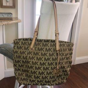 Like new Authentic Michael Kors tote bag ❤️